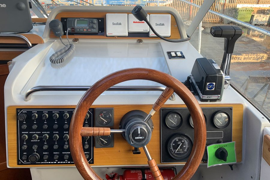 Nimbus 30c boat - helm position