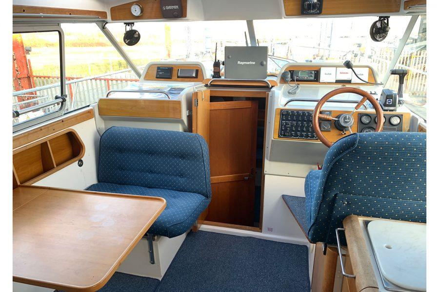 Nimbus 30c boat - wheelhouse interior