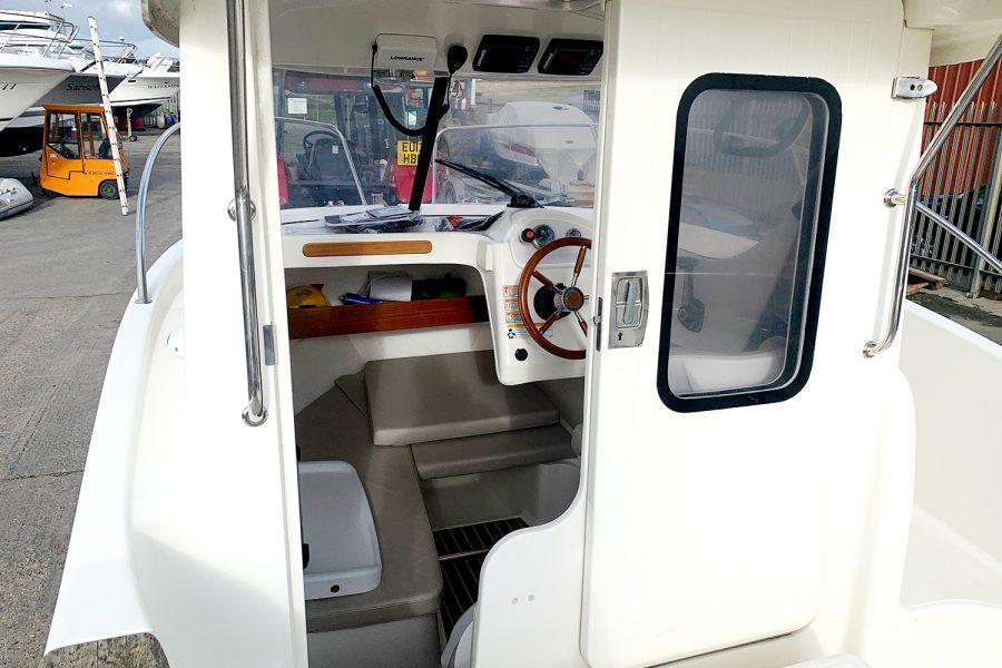Avor 215 AS cockpit access