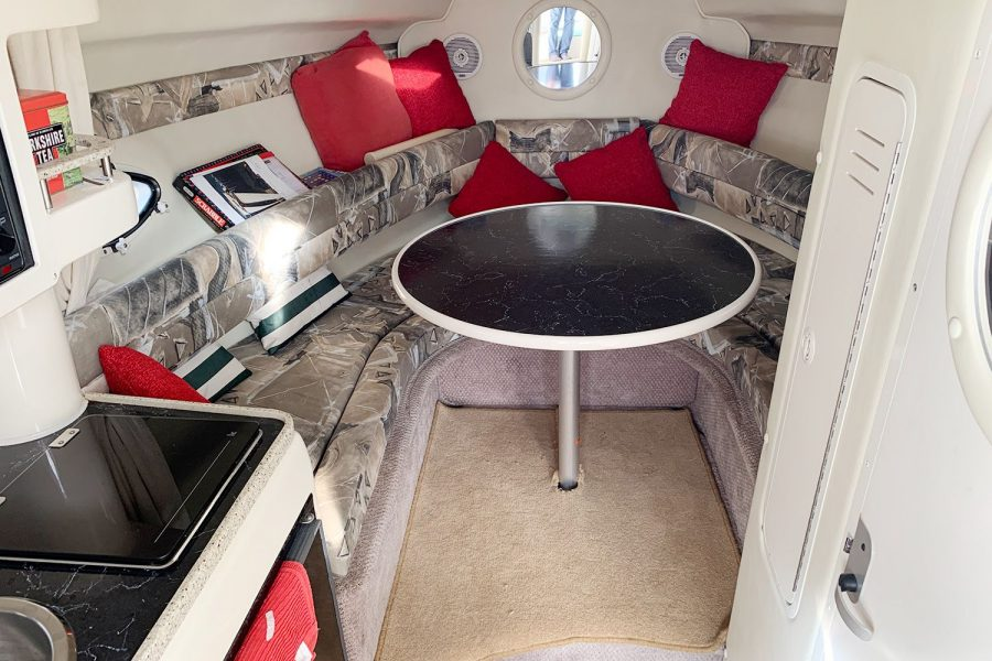Rinker Fiesta Vee 270 - forward cabin with table