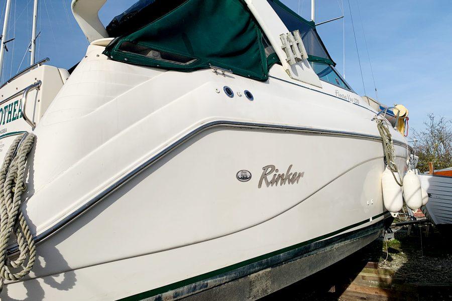 Rinker Fiesta Vee 270 - starboard side