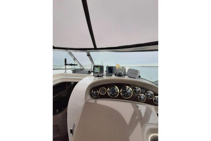 Rinker Fiesta Vee 270 - good visibility