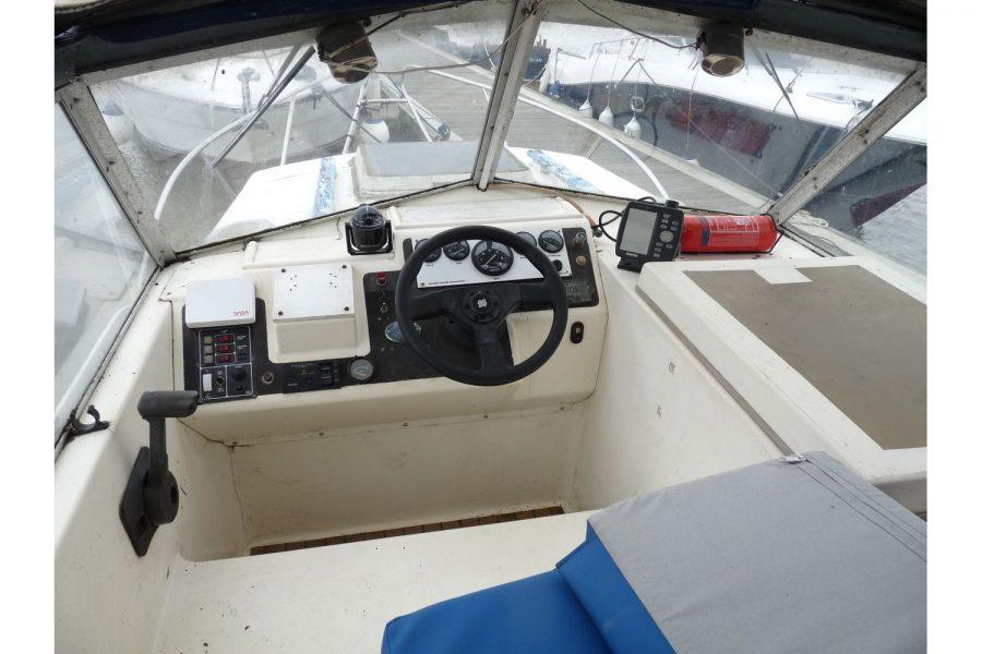 Fairline Fury 24 - sunbridge helm