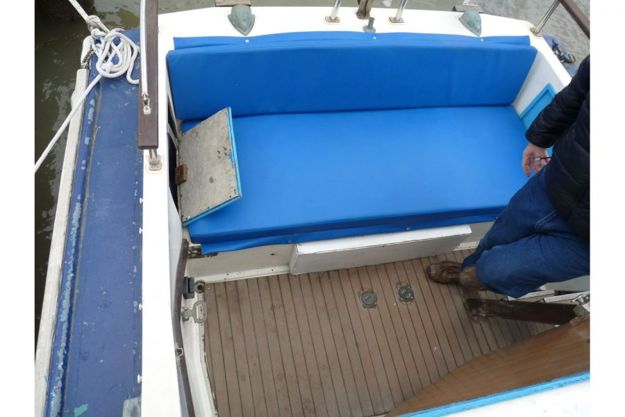 Fairline Fury 24 - aft bench seat