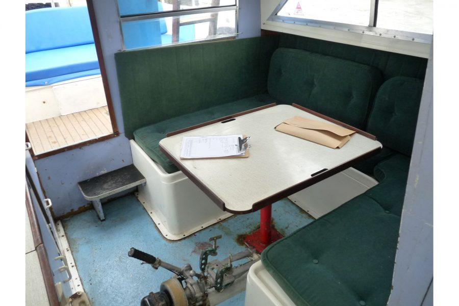 Fairline Fury 24 - cabin C shape seating