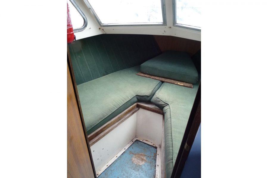 Fairline Fury 24 - forward cabin V berth