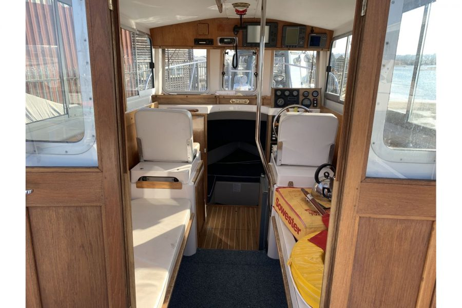 Hardy Fisherman 24 Extended Wheelhouse - wheelhouse