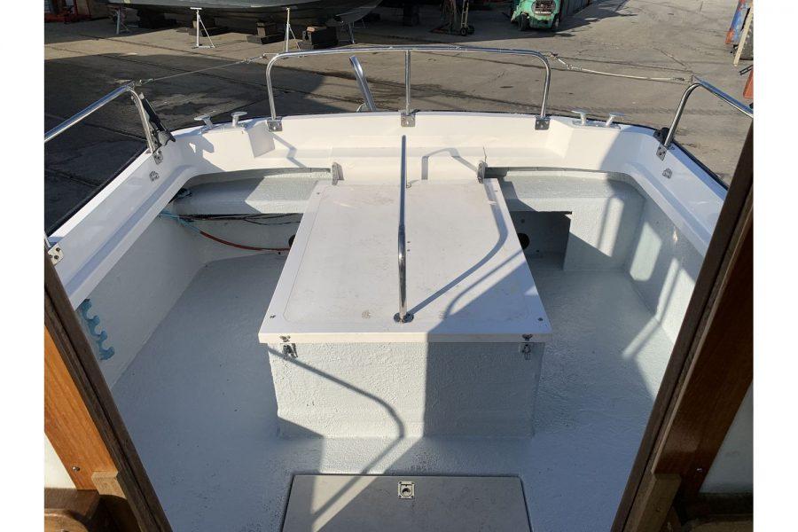 Hardy Fisherman 24 Extended Wheelhouse - cockpit handrails