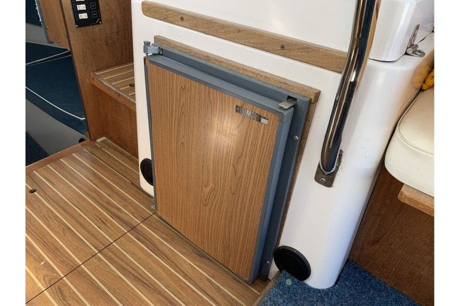 Hardy Fisherman 24 Extended Wheelhouse - fridge