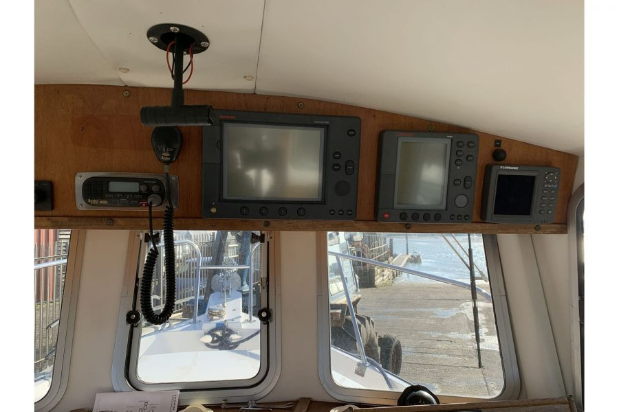 Hardy Fisherman 24 Extended Wheelhouse - electronics suite