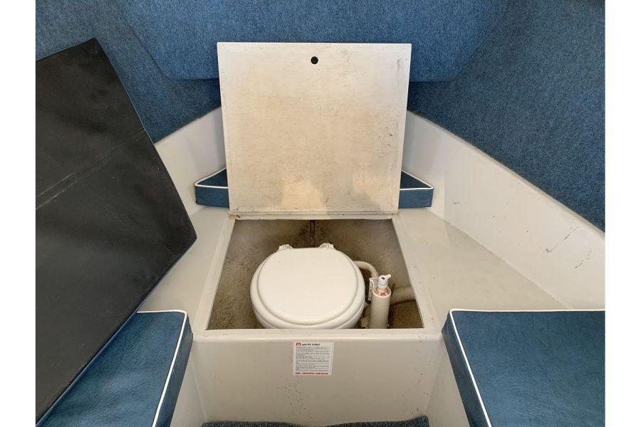 Hardy Fisherman 24 Extended Wheelhouse - toilet in cabin