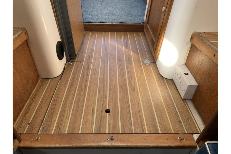 Hardy Fisherman 24 Extended Wheelhouse - floor