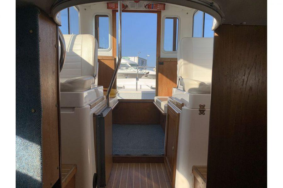 Hardy Fisherman 24 Extended Wheelhouse - wheelhouse to cockpit