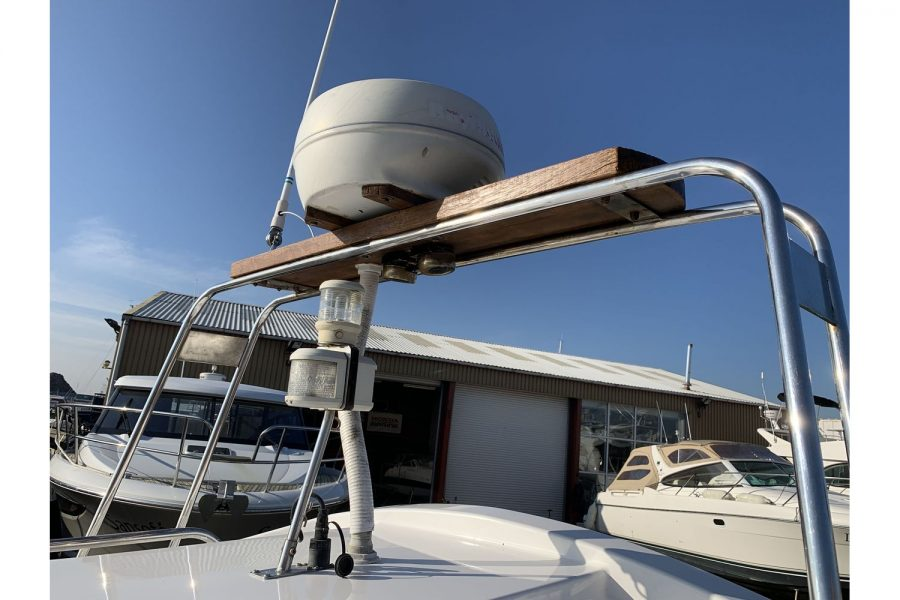 Hardy Fisherman 24 Extended Wheelhouse - radar arch