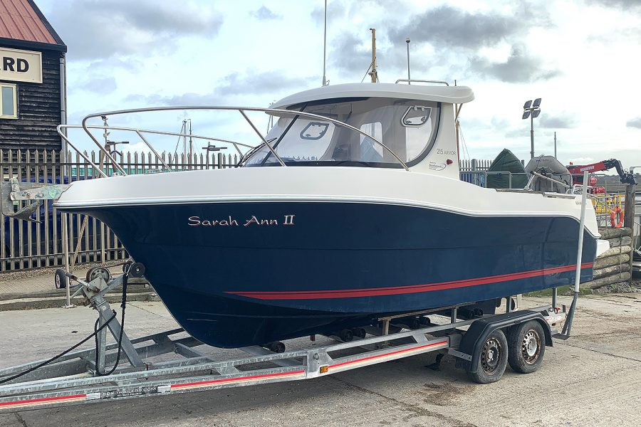 Arvor 215 AS fishing boat