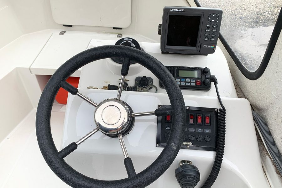 Orkney 520 fishing boat - helm position