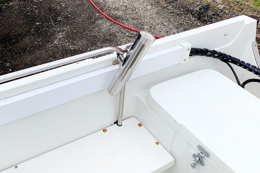 Orkney 520 fishing boat - grab handles