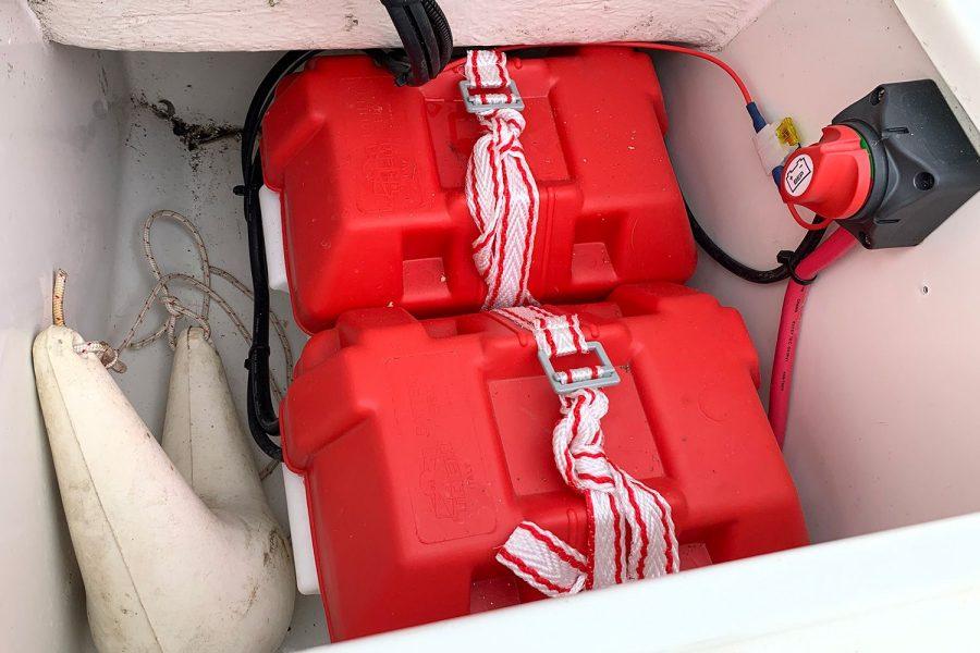 Orkney 520 fishing boat - batteries