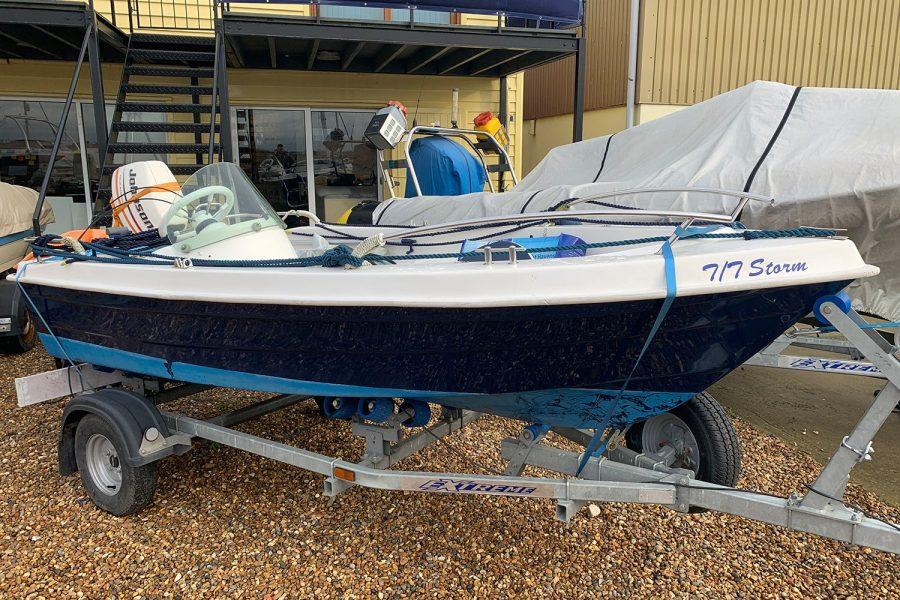 Sport Yacht 410 - starboard side