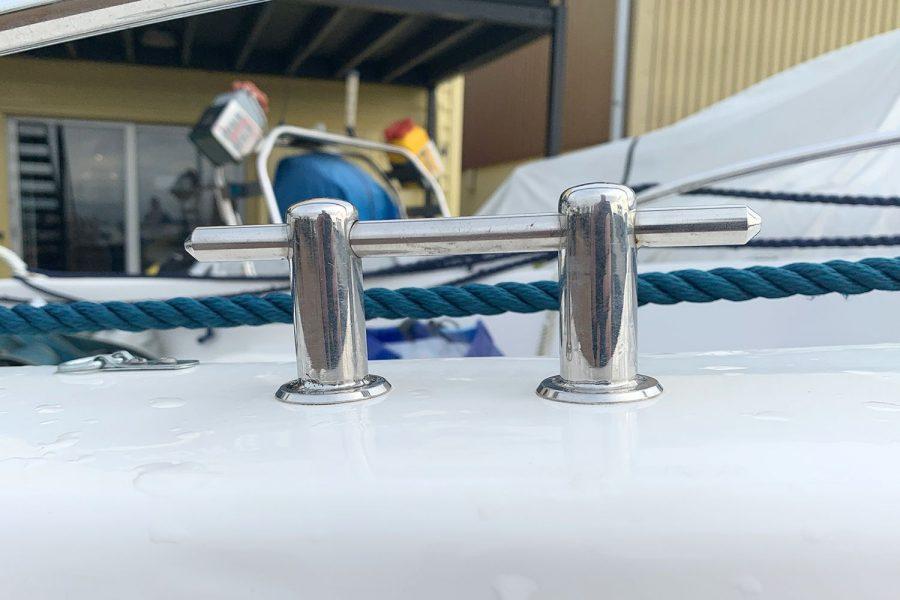 Sport Yacht 410 - mooring cleats