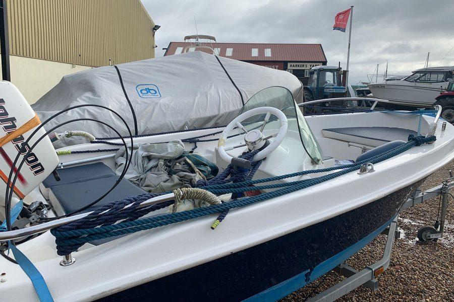 Sport Yacht 410 - helm position