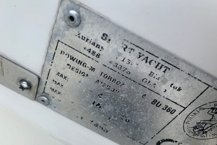 Sport Yacht 410 - information plate