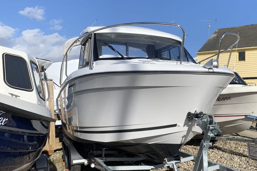 Jeanneau Merry Fisher 605 - starboard side bow