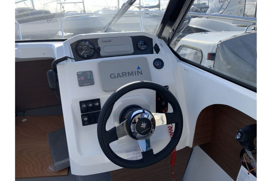Jeanneau Merry Fisher 605 - helm position
