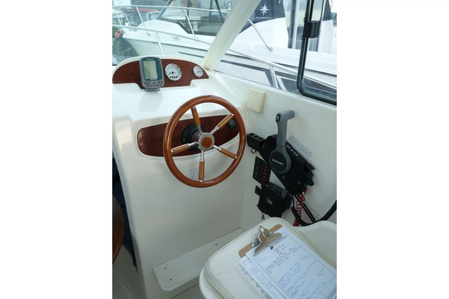Jeanneau Merry Fisher 625 - helm position