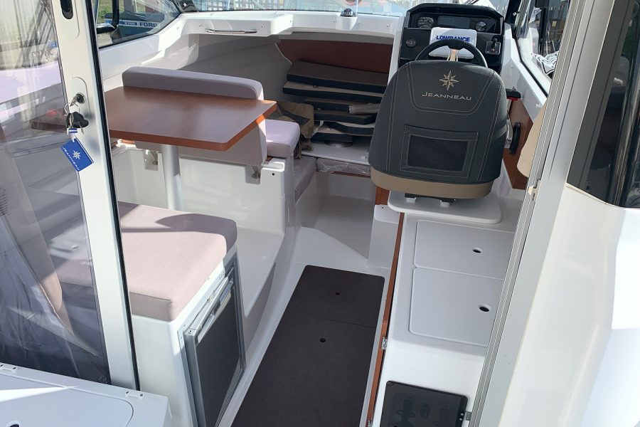 Jeanneau Merry Fisher 695 - wheelhouse interior