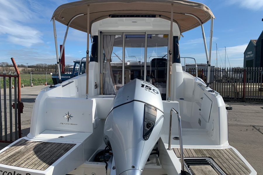 Jeanneau Merry Fisher 695 - outboard and swim platform
