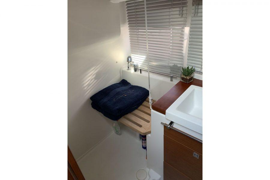 Jeanneau NC 11 - shower