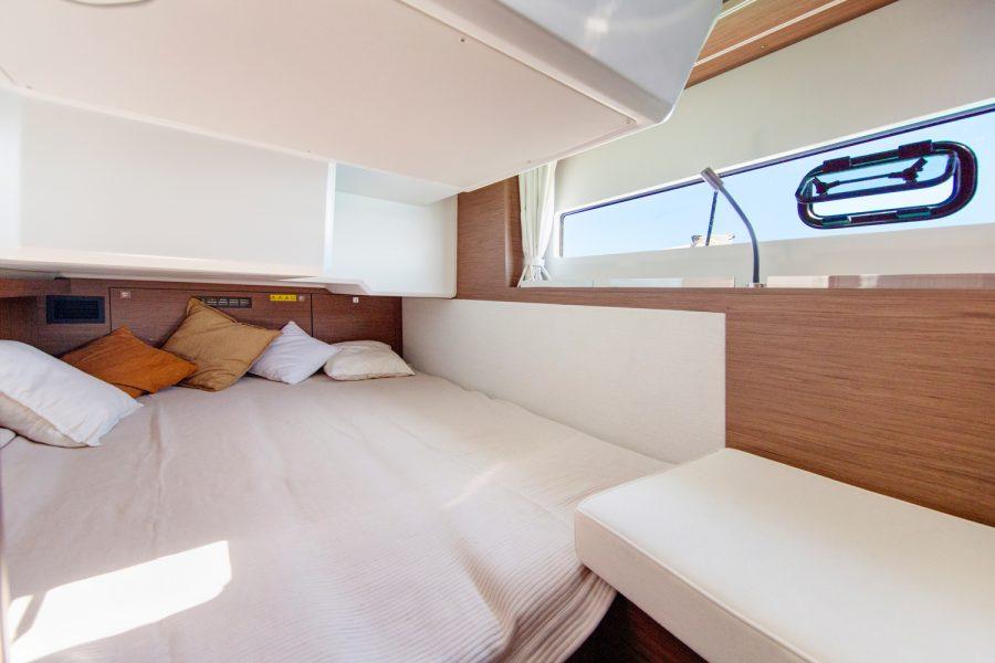 Jeanneau NC 37 diesel cruiser - aft cabin