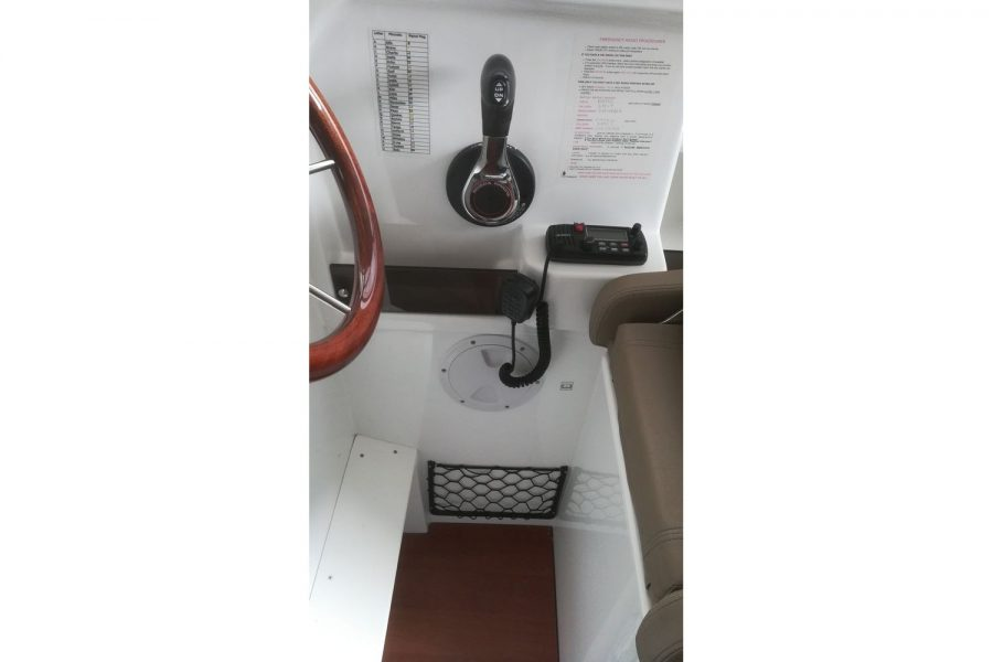 Jeanneau Merry Fisher 755 - engine controls