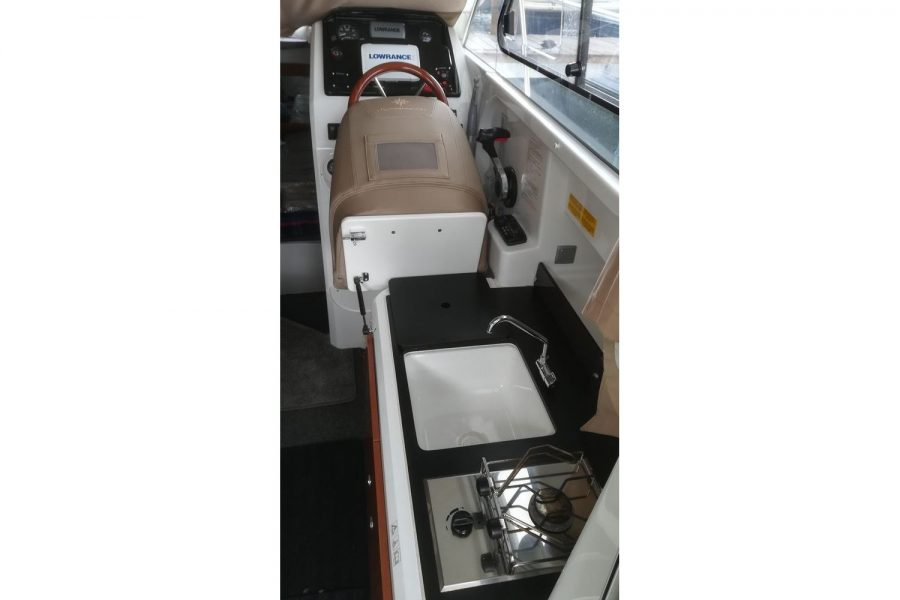 Jeanneau Merry Fisher 755 - cockpit galley