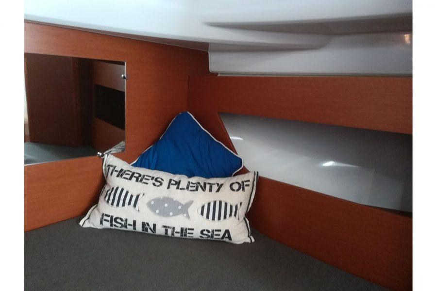 Jeanneau Merry Fisher 755 - cabin cushions