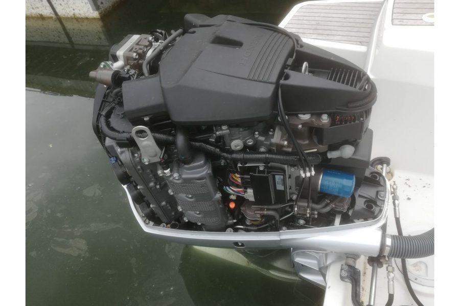 Jeanneau Merry Fisher 755 - inside outboard