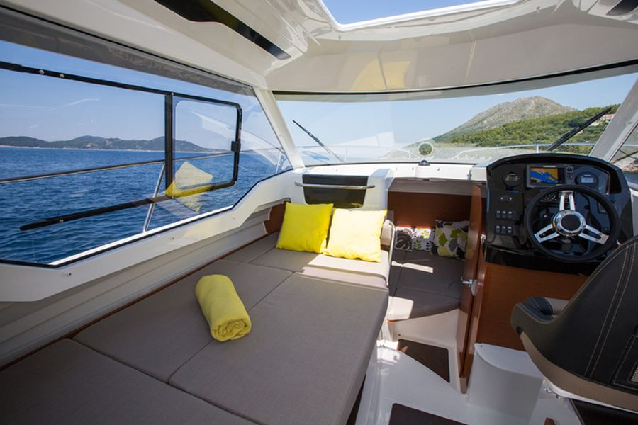 Jeanneau Merry Fisher 795 Legend - double berth complement in saloon