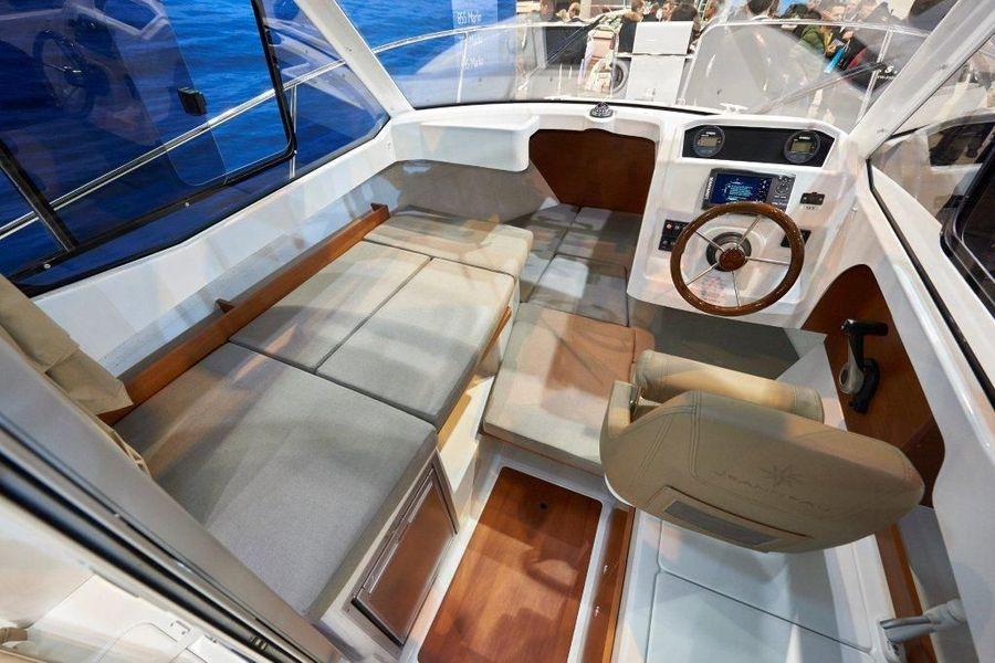Jeanneau Merry Fisher 605 - cushion for berth in wheelhouse