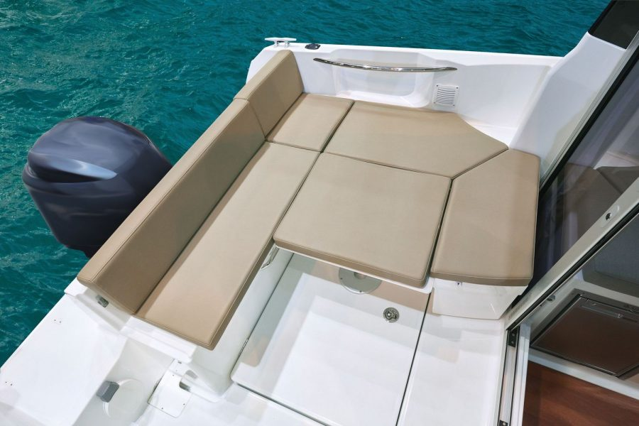 Jeanneau Merry Fisher 605 - U shape cockpit sun lounger