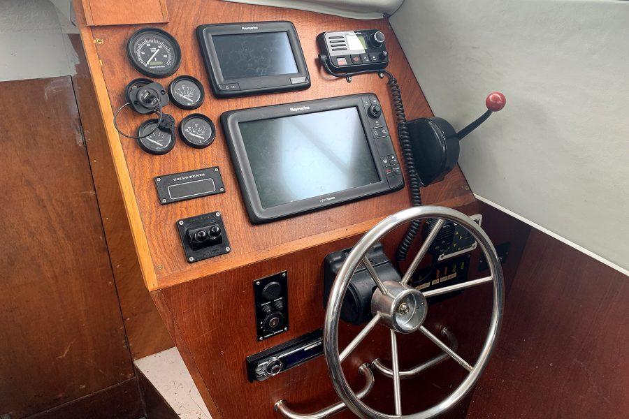 Starfish 8m - helm position with Raymarine electronics