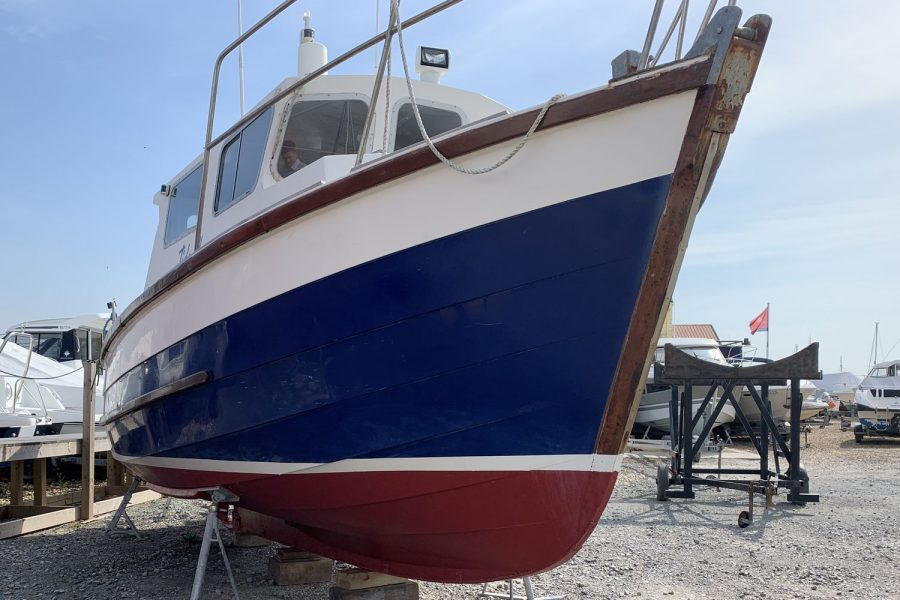 Starfish 8m - starboard side bow and hull