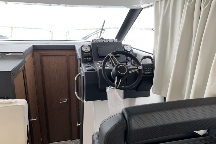 Jeanneau NC 37 - wrapped up at Morgan Marine - helm seat