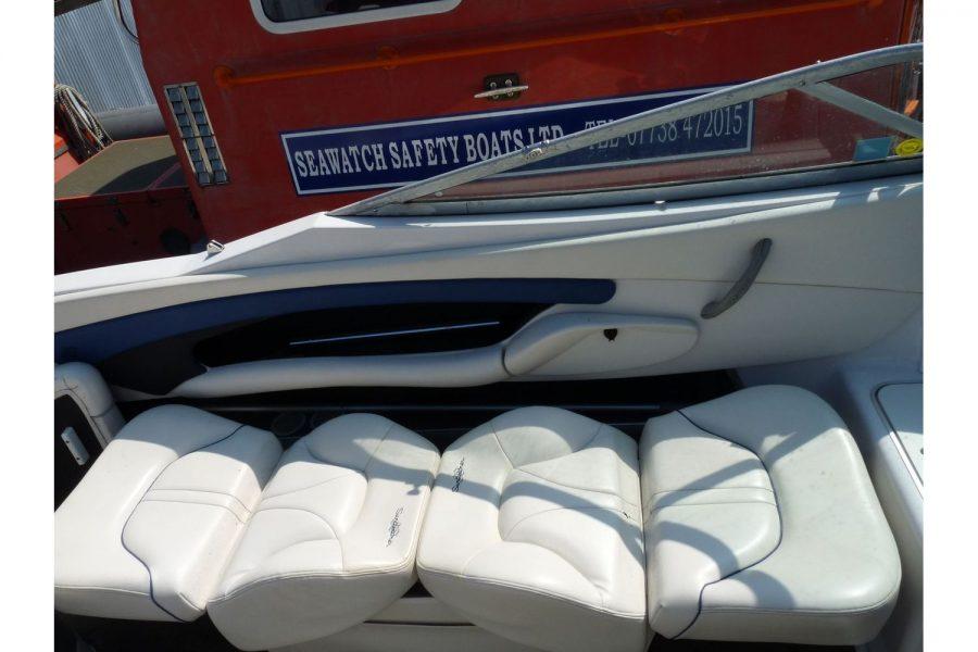 Four Winns Sundowner 205 - seat converts to sun lounger