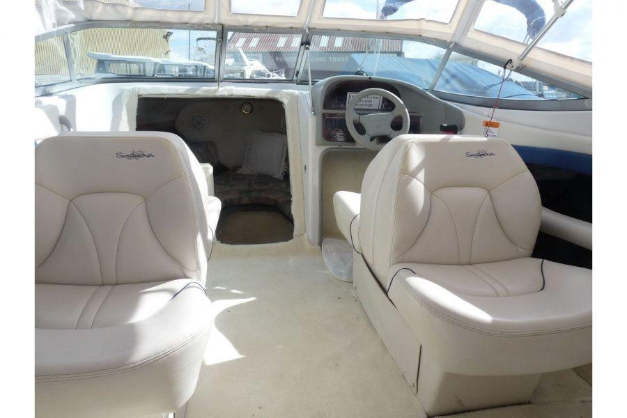 Four Winns Sundowner 205 - cockpit seating