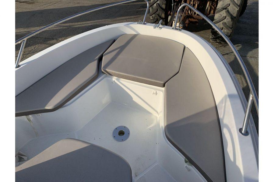 Jeanneau Cap Camarat 4.7 CC - bow seating