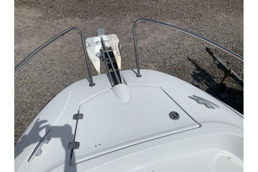 Jeanneau Cap Camarat 7.5 WA - bow windlass