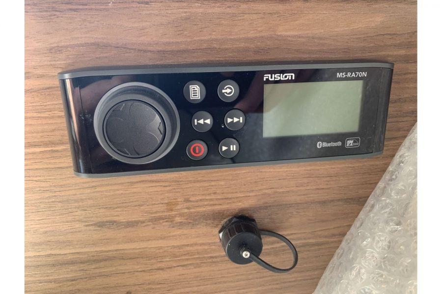 Jeanneau Cap Camarat 7.5 WA - Fusion audio system