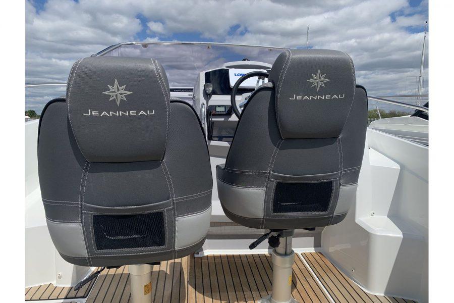 Jeanneau Cap Camarat 7.5 WA - seating