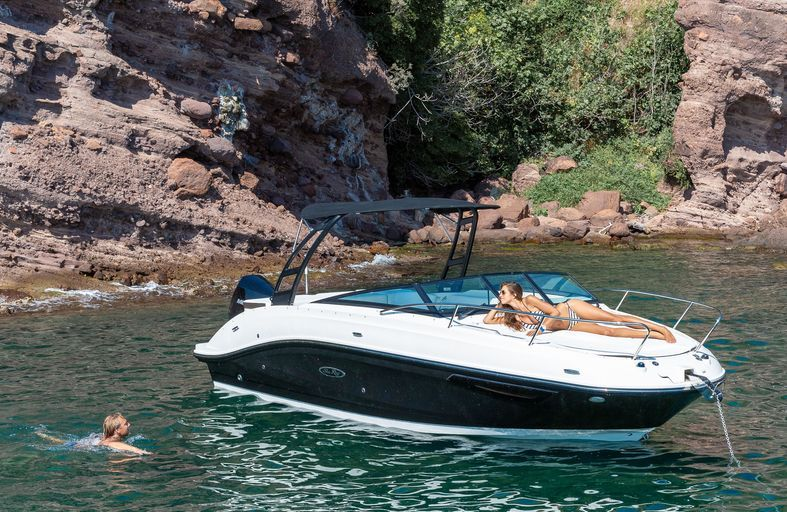 Sea Ray Sunsport 230 outboard sportsboat